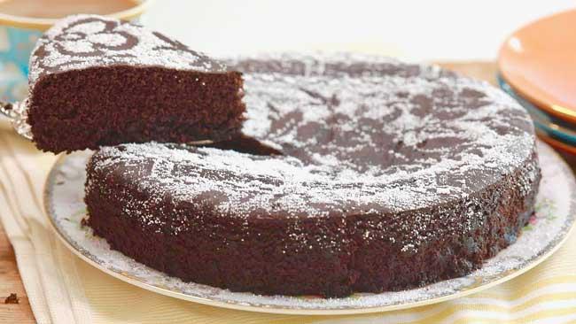 bolo de chocolate húmido e muito fofinho