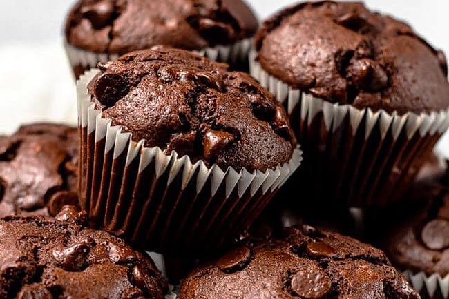 Aprenda a fazer os melhores queques de chocolate do mundo. Tome nota!