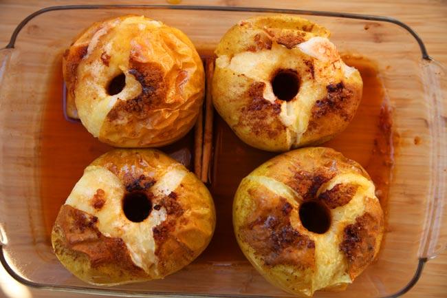 maçã assada com canela