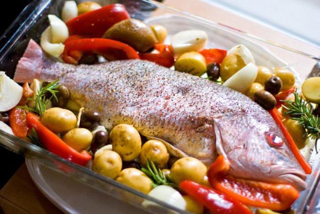 fazer peixe assado suculento