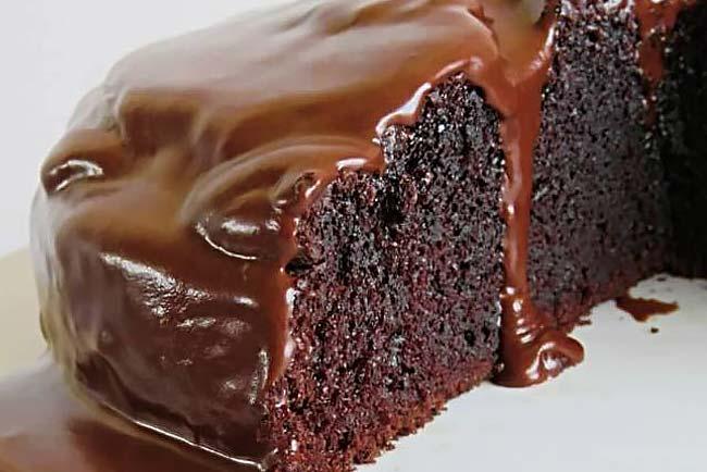 3 receitas de bolo de chocolate com cobertura. Irresistível!