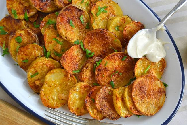 Batatas assadas suculentas para os seus almoços