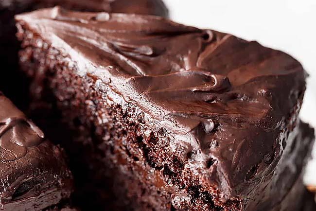 Bolo de chocolate húmido e delicioso