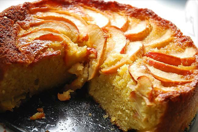 bolo de maçã húmido e fofo