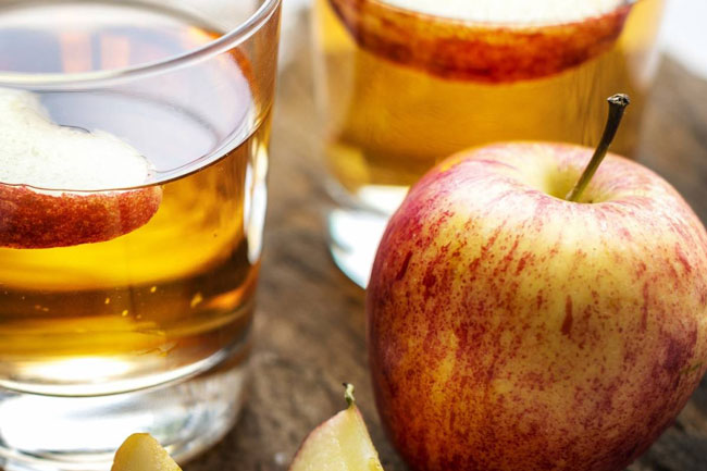 vinagre de maçã com água