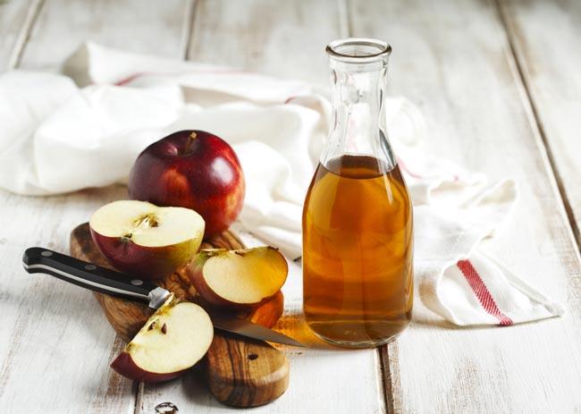 usar vinagre de maçã no cabelo