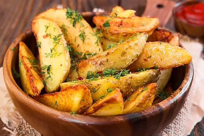 Batatas assadas rústicas e suculentas