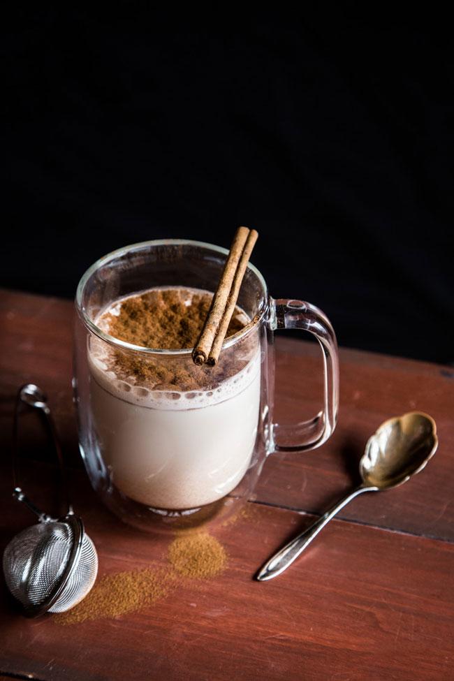 Beba leite com canela ao deitar