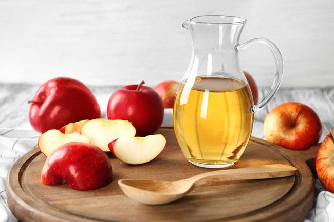 vinagre de maçã no rosto