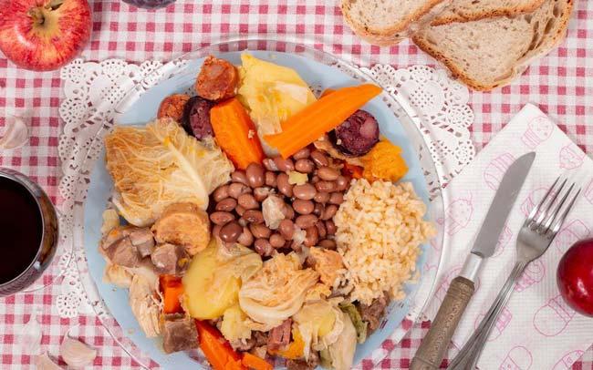 pratos de comida tradicional portuguesa