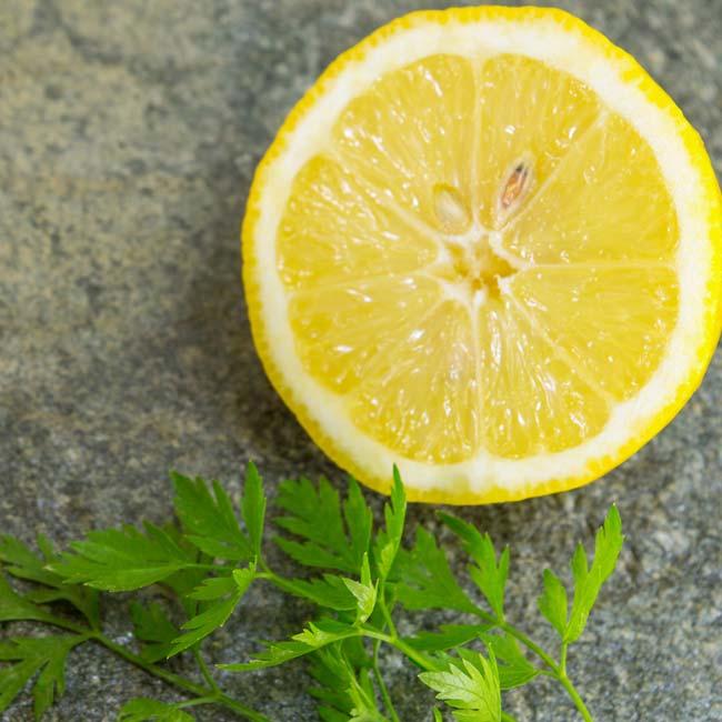 máscara de limão e salsa