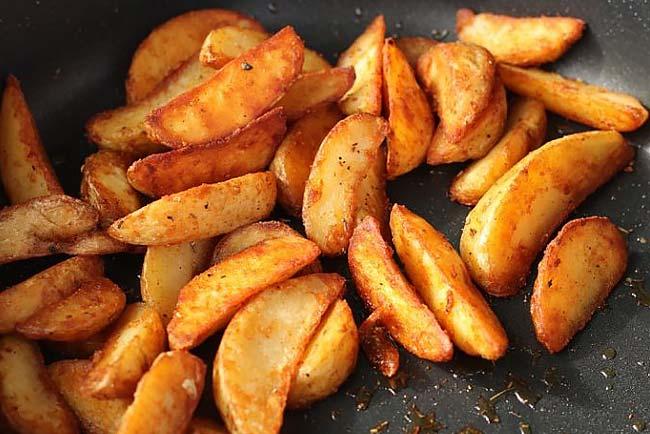 Batatas assadas no forno saborosas