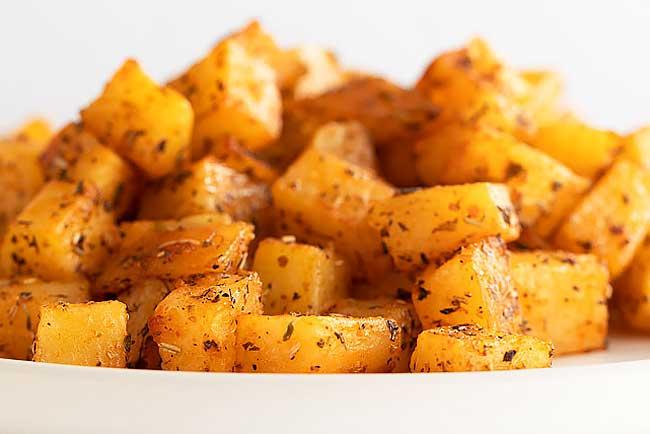 Batatas assadas suculentas e deliciosas