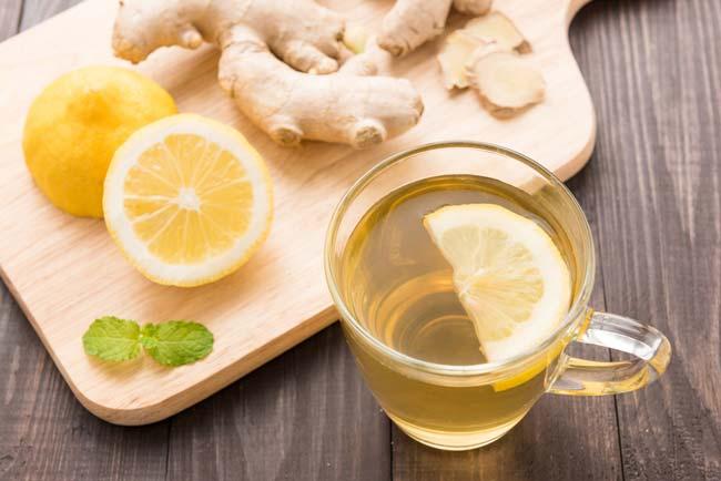 Beba água de gengibre com limão