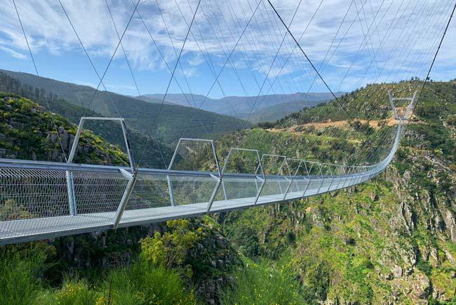Maior ponte pedonal suspensa