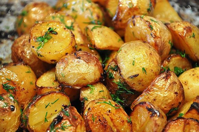 batatas assadas com alho