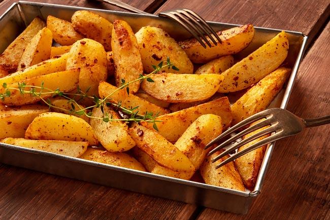batatas assadas com colorau