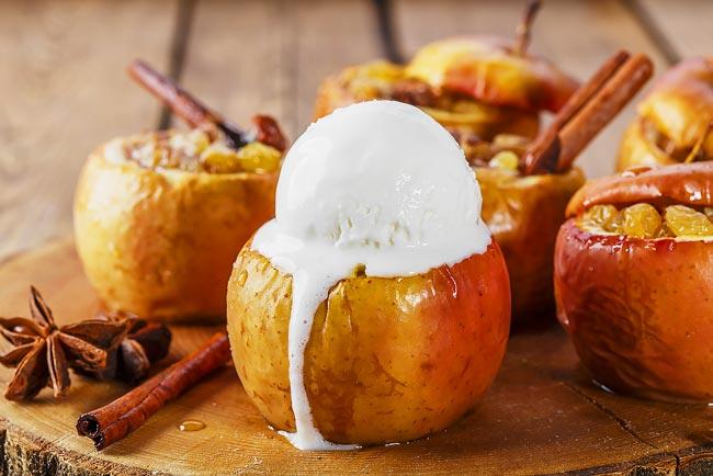 maçã assada com gelado