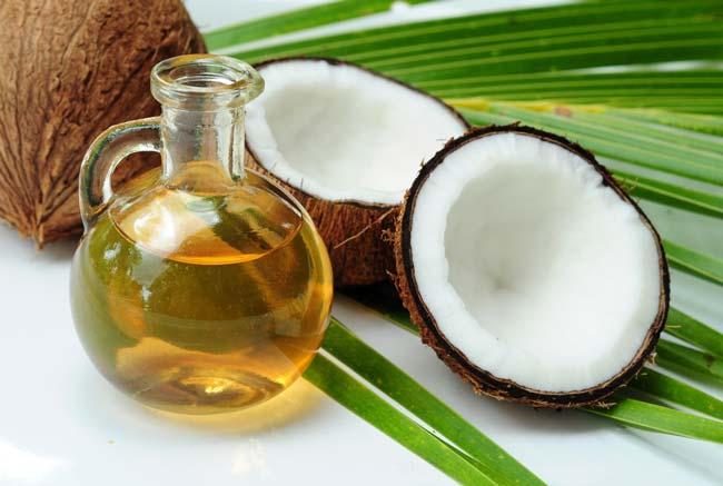óleo de coco para um bronzeado