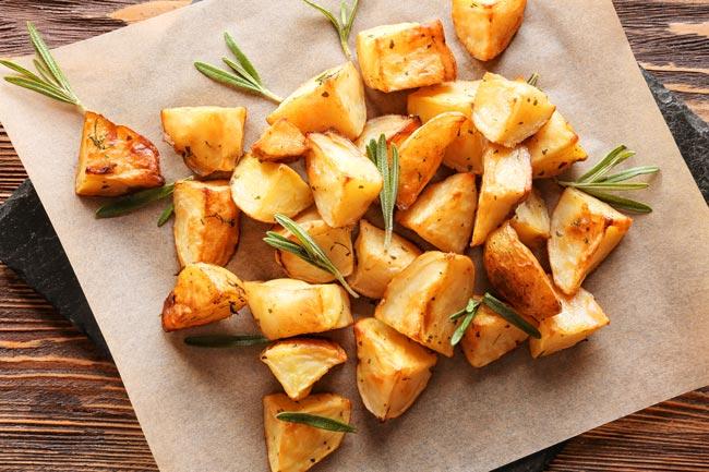 Deliciosas batatas assadas no forno