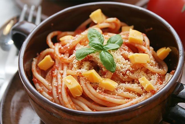 esparguete com molho de tomate