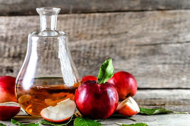 Aprenda a usar vinagre de maçã no cabelo