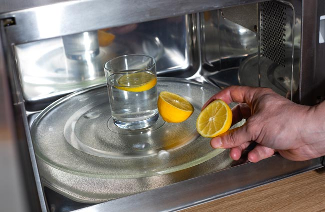 Como limpar microondas