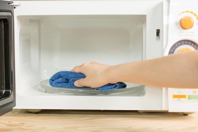 Como limpar o microondas