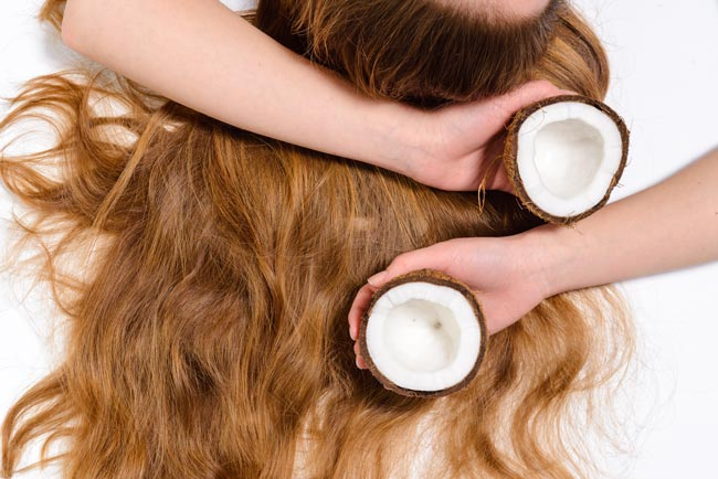 usar óleo de coco e ter um cabelo