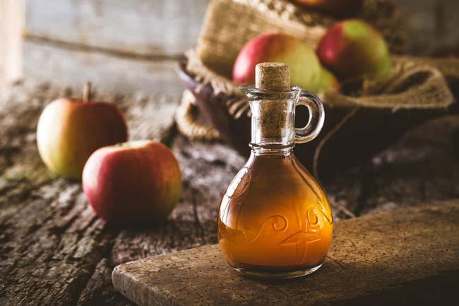 Vinagre de maçã para branquear os dentes