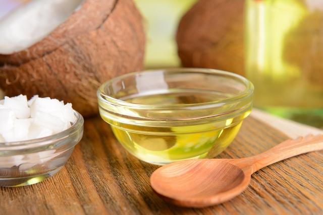 usos de óleo de coco no rosto