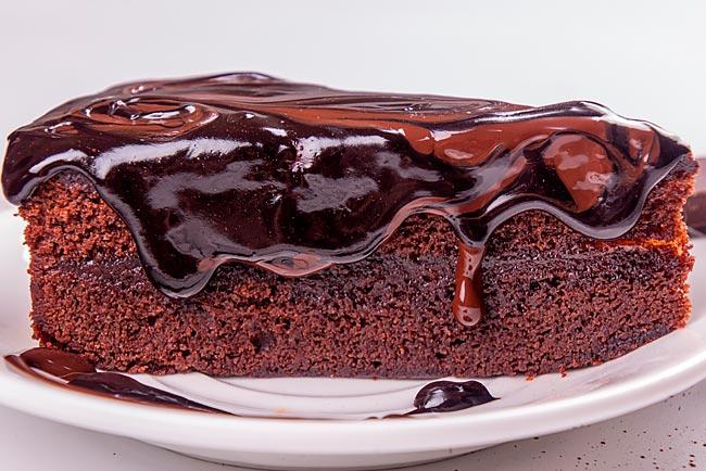 bolo de chocolate molhadinho e cremoso