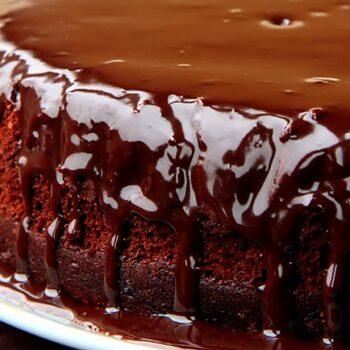 3 receitas de bolo de chocolate molhadinho e cremoso