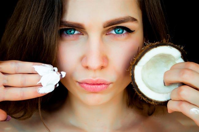 óleo de coco na face