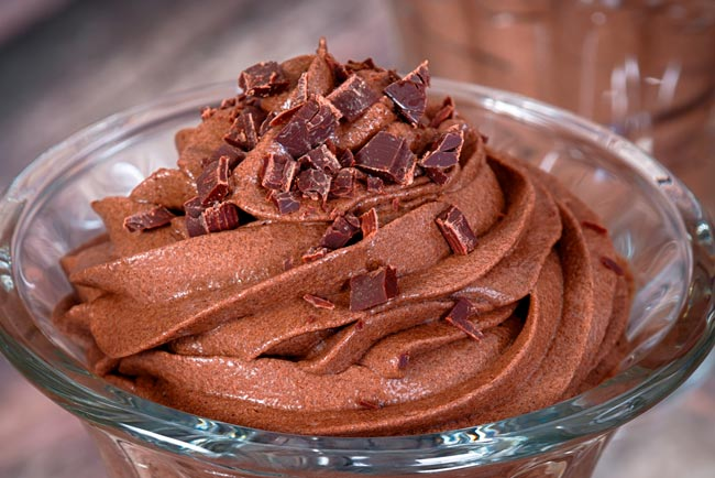 Mousse de chocolate tradicional e cremosa