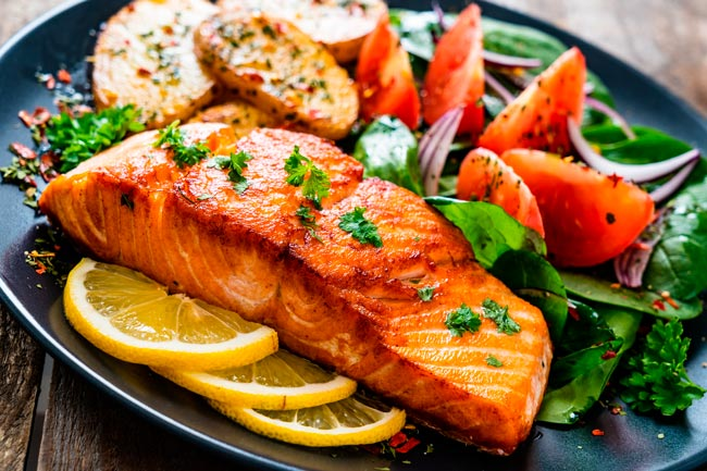 salmão assado com vegetais