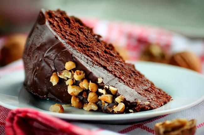 bolo de chocolate molhadinho com nozes