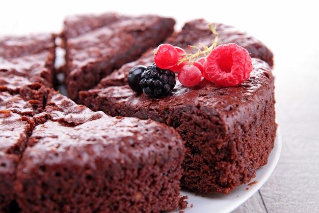 bolo de chocolate cremoso e fofo