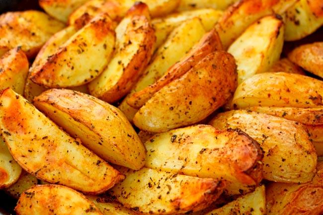 suculentas batatas assadas rústicas