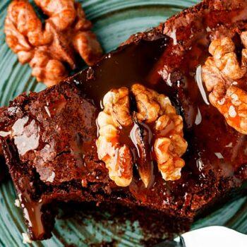 3 receitas de bolo húmido de chocolate. É uma delícia!