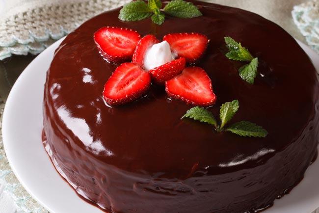 bolo de chocolate cremoso e molhadinho