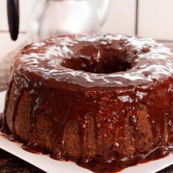 bolo de chocolate húmido e cremoso