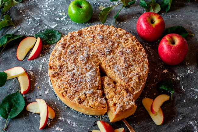 bolo de maçã molhadinho e fofo