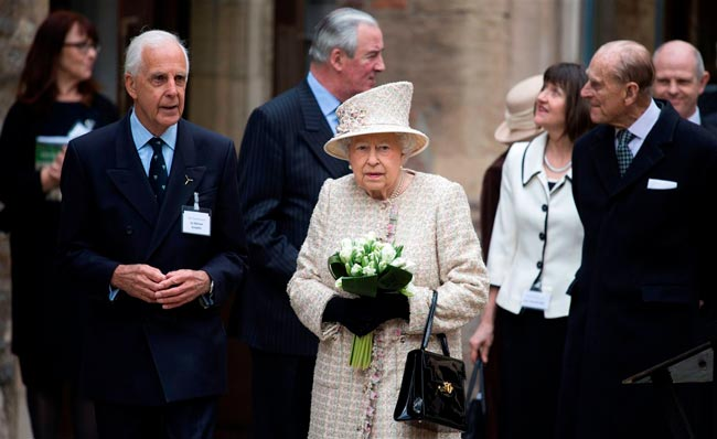 rainha Elizabeth II na sua carteira