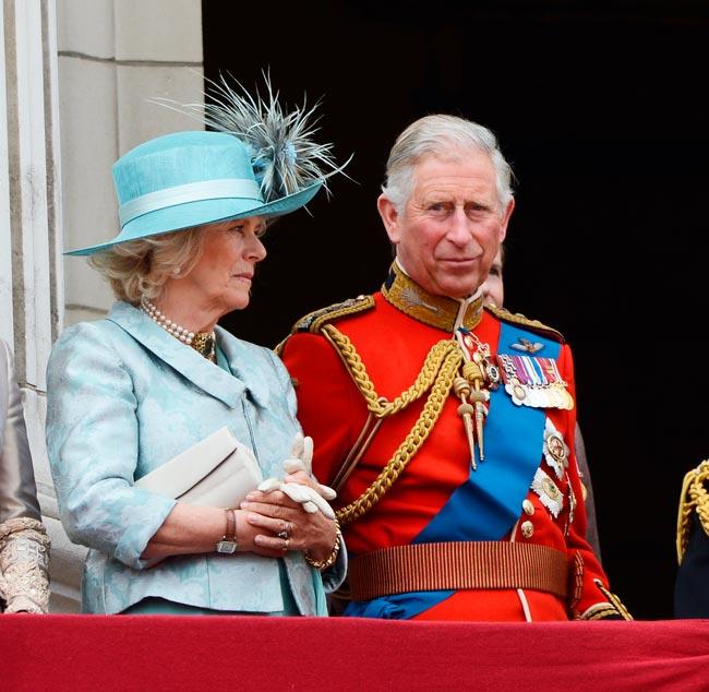 Príncipe Carlos usou fato