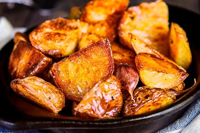 truque para assar batatas