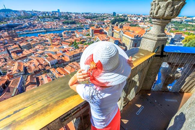 os turistas invadem Portugal