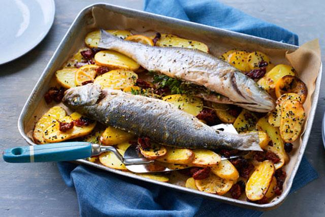 peixe assado suculento e delicioso